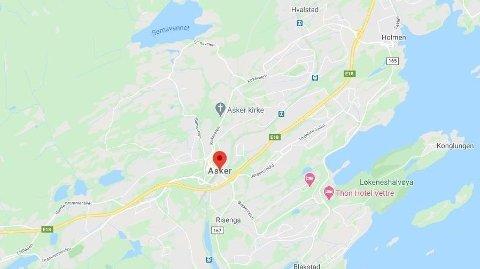 En person er kritisk skadd etter en trafikkulykke i Asker.