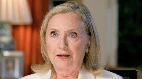 - Det er ynkelig. Men fordi han er president, bør vi ta trusselen hans på alvor, sierHillary Clinton. Her er Clinton avbildet i forbindelse med Demokratenes landsmøte i august.