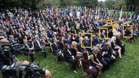 BEKREFTET SMITTET: Gjestene satt tett i tett, og svært få brukte munnbind på arrangementet i Rose Garden i Washington. Disse deltakerne er bekreftet smittet av korona. Fra venstre: Senator Thom Tillis (R), senator Mike Lee (R), prest John Jenkins, Trumps tidligere rådgiver Kellyanne Conway og Melania Trump. En ikke navngitt journalist som var til stede på arrangementet er også bekreftet smittet, i tillegg til Donald Trump selv.