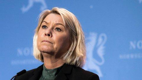 UTREDER: Justistminister Monica Mæland skal ha spurt norske ambassader i utlandet om rapporter for hvordan portforbud ha blitt håndhevet og innført i mange europeiske land.