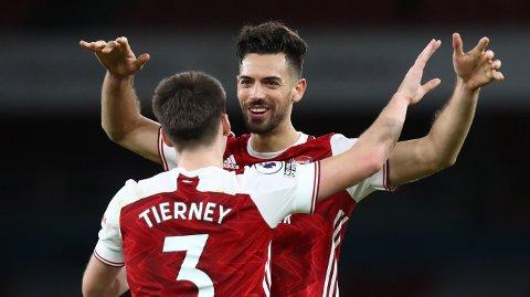 Pablo Mari jubler sammen med Kieran Tierney etter 3-1-seieren mot Chelsea på Boxing Day. Det var spanjolens første Premier League-kamp siden juni.