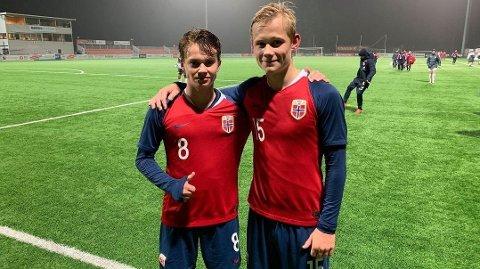 Kristian Malt Arnstad (t.v.) har vært kaptein på det norske G16-landslaget. Her er han sammen med Tobias Gulliksen etter 8-0-seieren mot Malta i 2019. Foto: Andreas Svae, OA