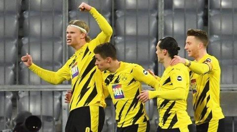 Borussia Dortmunds Erling Braut Haaland jubler etter å ha scoret to mål på ni minutter mot Bayern lørdag.
