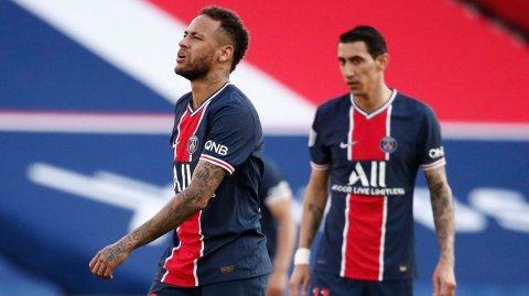 Neymar (t.v.) ble utvist da PSG tapte helgens kamp mot Lille. Vi tror Neymar & co får en ny nedtur onsdag i München.