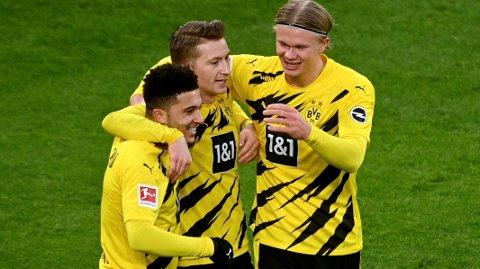Jadon Sancho (t.v.) trente søndag, og de største Dortmund-optimistene håper han blir klar til onsdagens kamp. Her jubler han sammen med Marco Reus og Erling Braut Haaland. Med denne trioen på banen vil Dortmund kunne slå City.