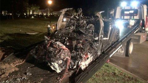 DØDSULYKKE: Slik så bilen ut etter at en Tesla Models S kjørte av veien i Texas i USA. To menn mistet livet i ulykken. Foto: Scott J. Engle / Reuters.