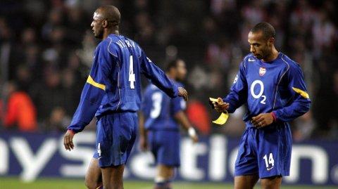 LEGENDER: Arsenal-legendene Patrick Vieira og Thierry Henry spilte sammen i London-klubben i flere år. Nå hevdes det at de to og Dennis Bergkamp blir med Sportify-gründer Daniel Ek i et forsøk på å kjøpe klubben.