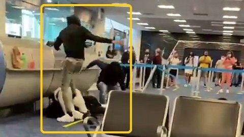 En video som viser flere flypassasjerer i slåsskamp på Miami International Airport går nå verden rundt. Se den absurde videoen nede i saken.