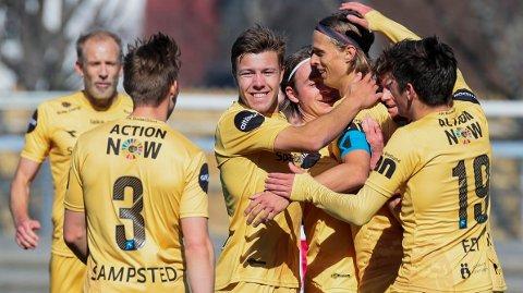 Bodø/Glimts Ulrik Saltnes jubler med lagkamerater etter 1-0 målet under treningskampen mot Tromsø. Søndag er det 589 dager siden sist disse lagene møttes i Eliteserien.