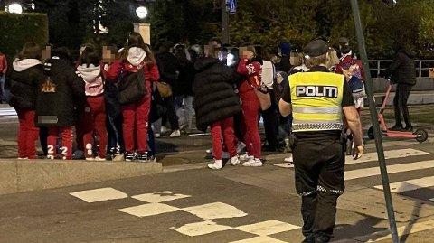 Oppimot 200 russ var samlet i Vigelandsparken søndag kveld.
