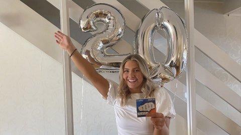 RIMELIG GLAD 20-ÅRING: Denne bursdagen vil nok Malin Ramberg sent glemme. Foto: Privat