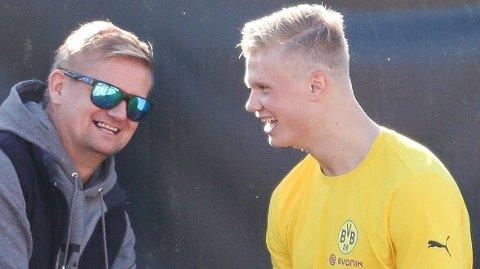 ALL GRUNN TIL Å SMILE: Alfie Haaland har økt inntektene betraktelig etter at sønnen Erling Braut Haaland ble en verdensstjerne. Her fra stjerneskuddets første treningsleir med Borussia Dortmund i januar i fjor.