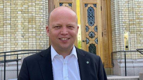 Nettavisen møter Sp-leder Trygve Slagsvold Vedum på Stortinget på årets første sommerdag.
