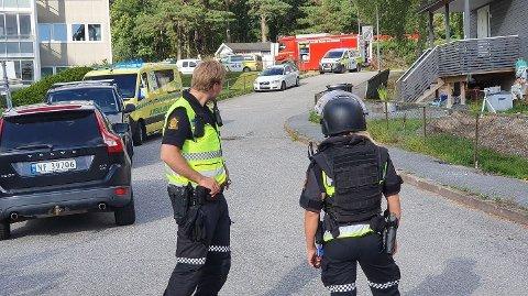 BRANN: Politi, ambulanse og brannvesen rykket ut til en adresse i Halden mandag ettermiddag.