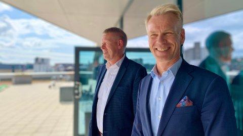 ELBIL-LADERE: Zaptecs finansdirektør Kurt Østrem og toppsjef Anders Thingbø gleder seg over elbil-utviklingen i Europa.