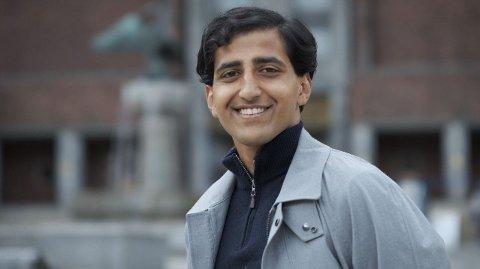 Hassan Nawaz, leder i Oslo Unge Høyre, forteller at ungdomspartiene skal ha skoledebatter digitalt fremover i Oslo.