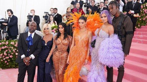 KJENDISGJESTER: Met-gallaen er kjent for å samle flere av verdens største stjerner. Her er Kardashian/Jenner-klanen i 2019.