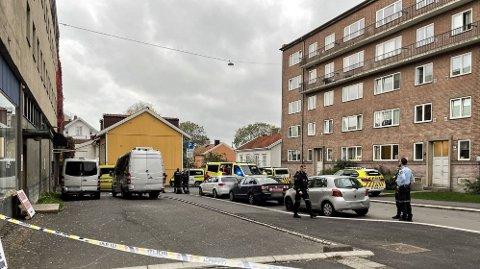 GRÜNERLØKKA: En person er kritisk skadet etter å ha falt ned fra et vindu i 4. etasje ved Carl Berners plass søndag morgen.
