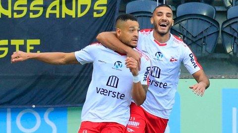 Fredrikstad og Riki Alba (t.v.) jakter opprykk til Eliteserien denne sesongen.