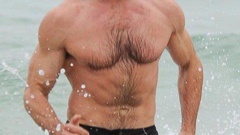 Hugh Jackman har gått av med seieren i Peoples årlige kåring av verdens mest sexy mann.