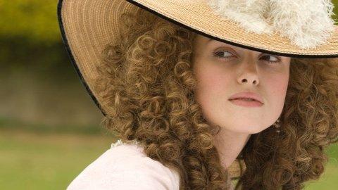 KEIRA KNIGHTLEY som grevinne Georgiana i «The Duchess».
