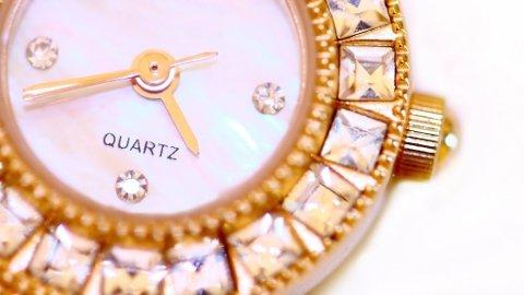 HELT UT: Glorete bling-klokker er ikke noe for en mann av 2009.