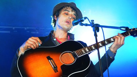 SJOKKERER IGJEN: I sin nyeste video har Pete Doherty inkludert 20 sekunder med homse-klining.