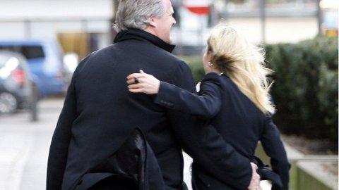 KJÆRESTER: Celina og Tor Olav lo og koste seg på vei hjem fra Eierskapskonferansen i Oslo.