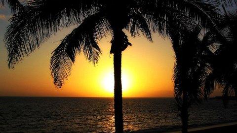 SOLNEDGANG: Kanariøyene kryr av vakre strender, på listen over de ti beste finner vi blant annet Puerto Nas på La Palma hvor man kan se de vakreste solnedganger.