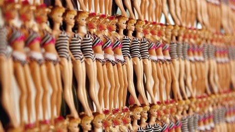 KOSTBAR KOLLEKSJON: Med sine 3200 dukker har Giovanni Madonia verdens største Barbie-samling.