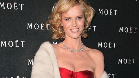 TYNNERE? Eva Herzigova på Moët-fest i London mandag denne uken. Den supertynne modellen ser ut til å ha blitt enda tynnere...