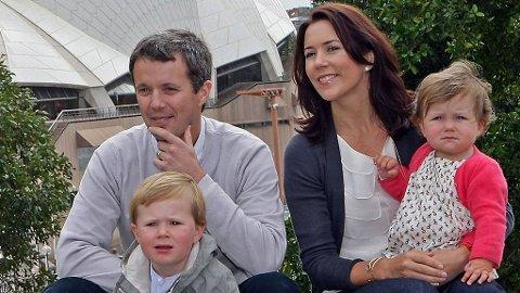 TRIST: Verken Frederik, Christian eller Isabella fikk møte Marys mor. Her er familien på besøk i Sydney i sommer.