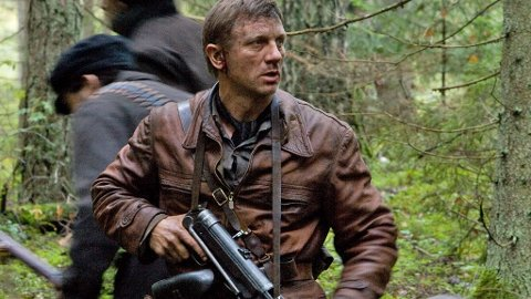DANIEL CRAIG som den jødiske motstandsmannen Tuvia Bielski skaper kontrovers i Polen i filmen «Defiance».