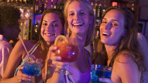 FEST OG MORO: Hvorfor ikke bli guidet til de beste barene og nattklubbene neste gang du er på storbyferie.
