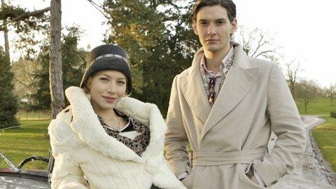 JESSICA BIEL spiller kvinnen som lager vei i vellinga for sin nye britiske familie når hun gifter seg med Ben Barnes - bedre kjent som prins Caspian.