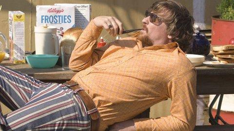 ROCKER: Rhys Darby i filmen «The boat that rocked» som har premiere denne uken.