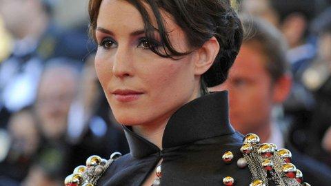 VAKTE OPPSIKT: Noomi Rapace og hennes kjole ble gjenstand for stor oppmerksomhet i Cannes på den røde løperen.