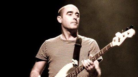 TILBAKE I MANESJEN: Oasis-gitarist Bonehead gjør comeback etter ti år, både som gitarist og skuespiller.