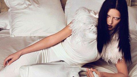 UTEN BRYN: Supermodell Adriana Lima avbildet i høstens Givenchy-kampanje.