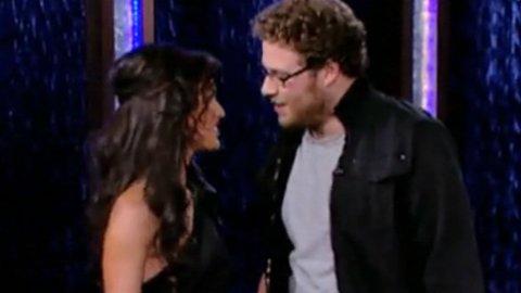 OUCH!: Seth Rogen lyktes ikke i sitt forsøk på å få kysse Megan Fox.