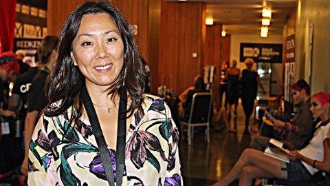 TRAVEL: Stjernestylisten Hilde Pettersen Rejlin backstage før åpningen av Oslo Fashion Week.