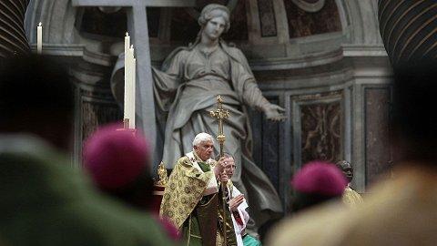 FARLIGE VERDIER: Paven sa søndag at Vesten forgifter Afrika med materialisme og umoral.