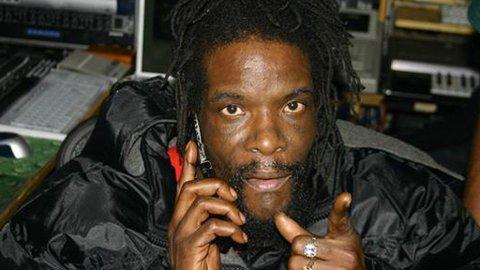 STUKKET NED: Nabokrangelen i Brooklyn ble en blodig affære for reggaestjernen Major Mackerel.