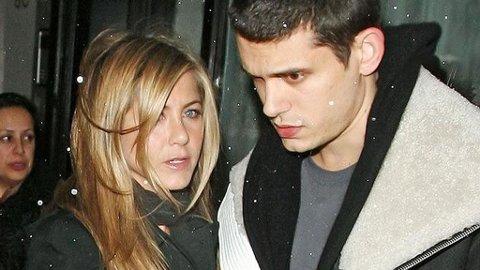 IKKE SLUTT? Følelsene mellom Jen og John er fortsatt hete ifølge kilder nær paret.