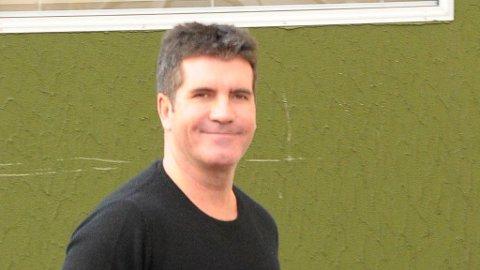 TV-KJENDISEN: Har Simon Cowell fått mindre hårete hender den siste tiden?
