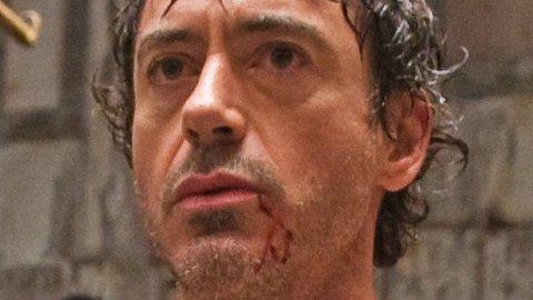 ROBERT DOWNEY JR. angriper rollen som Sherlock Holmes, og blir også angrepet bokstavelig talt i bokseringen i Guy Ritchies actionfylte film.