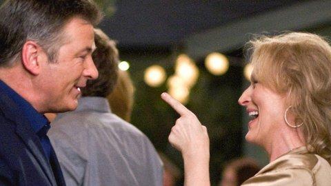 ALEC BALDWIN og Meryl Streep spiller et skilt ektepar i 50-årene som får tilbake livsgnisten når de starter et forhold på si til hverandre.