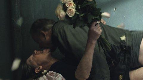 EN GANSKE SNILL MANN: Stellan Skarsgård og Jorunn Kjellsby i En ganske snill manns usedvanlige elskovsscene.
