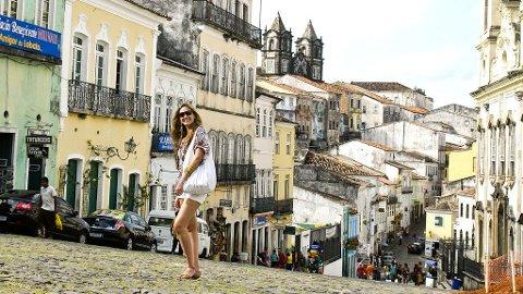 De karakteristiske bygningene i Salvadors bydel Pelourinho blir gradvis renovert, men det tar tid, som så mye annet i Brasil.