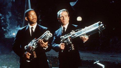 Jay og Kay er klare for enda flere romvesner i en ny «Men in Black»-film. Her fra enern i 1997.